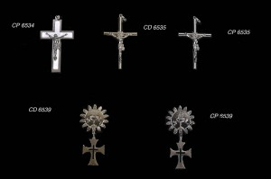 cruces y medallas...